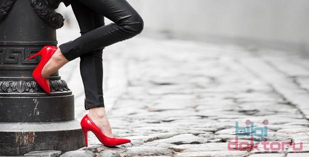 Yüksek Topuklu Ayakkabı Giymenin Zararları